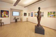 visuale della galleria con la statua di Ciccia